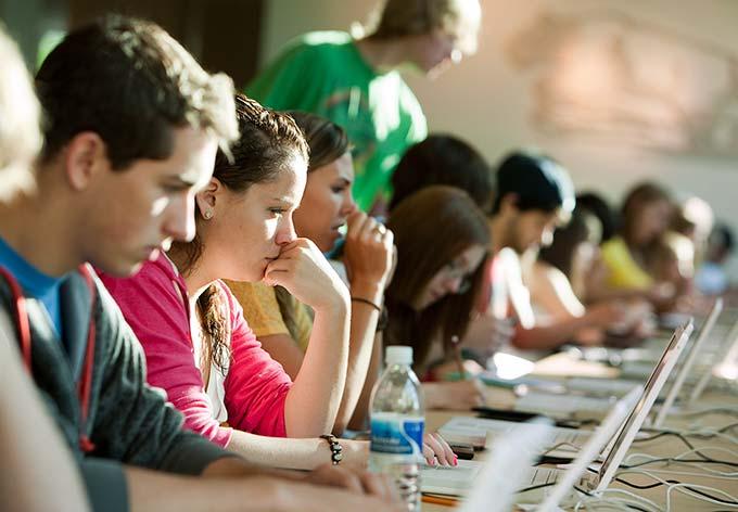 5 joburi perfecte pentru studenți